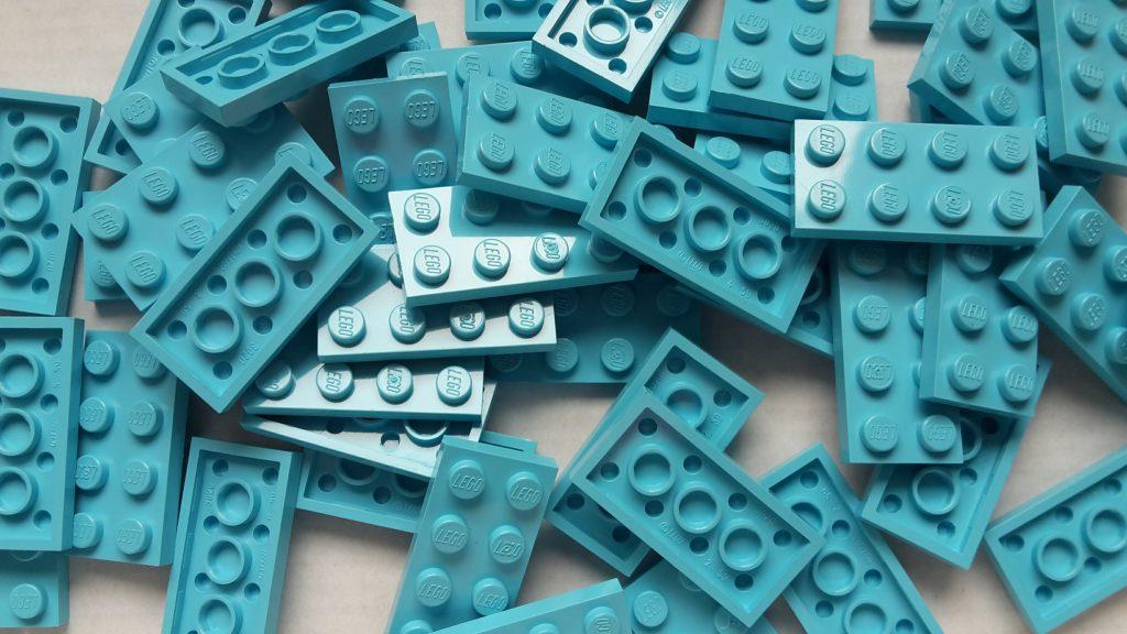 Quite expensive: 50 sky blue 2x4 plates